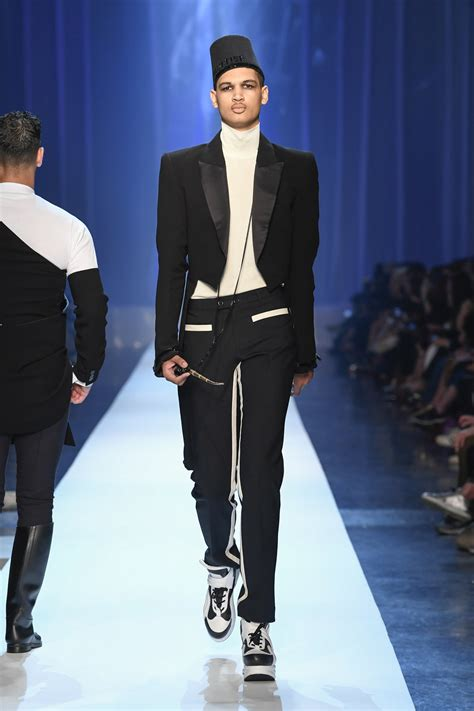 JEAN-PAUL GAULTIER FALL WINTER 2018-19 COLLECTION | The