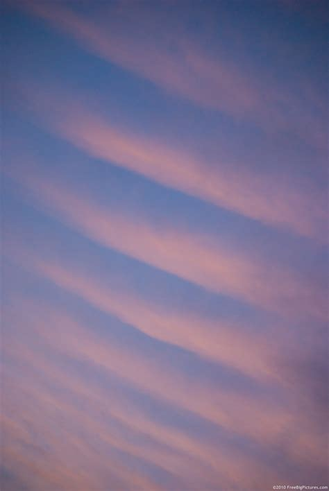 Parallel Clouds – FREEBigPictures